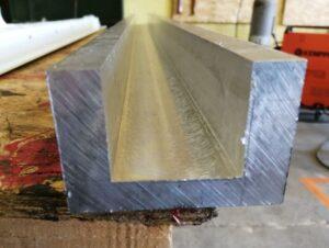 Фрезерованный алюминиевый швеллер