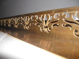 Декоративный уголок из латуни